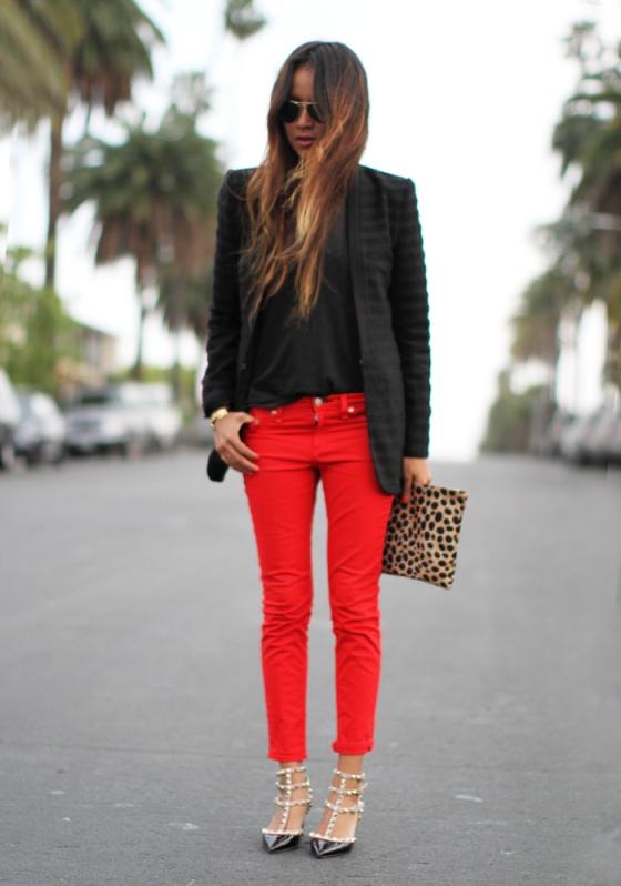 Adoro calça vermelha!